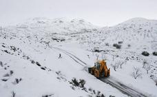 Casi 600 toneladas de sal contra la nieve en las carreteras de Almería