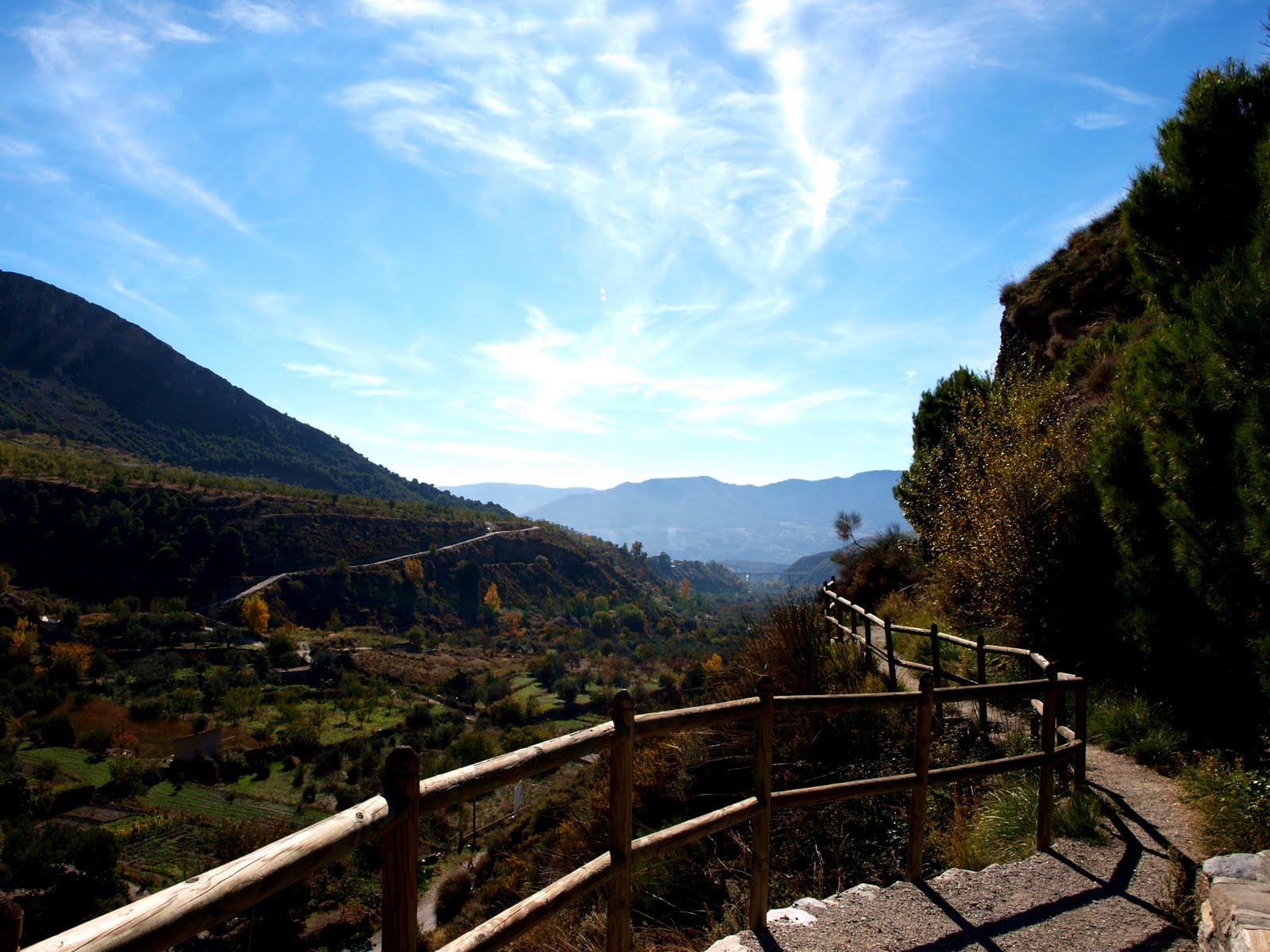 12 pueblos preciosos de Granada para visitar este puente