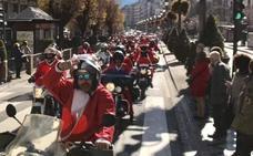 Papá Noel llega en moto a Granada