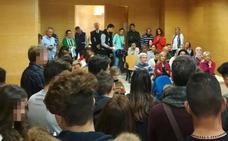 Los jueces y fiscales de Menores de Granada cantan villancicos a los niños que tienen encerrados