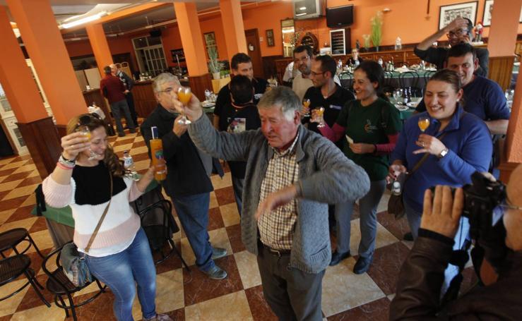 Un transportista de Gádor lleva al municipio una serie de 'El Gordo' y reparte cuatro millones