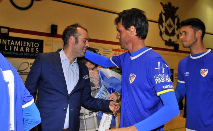 Linares Deportivo y Linares Futsal mantienen viva la llama del eterno Popi Juan
