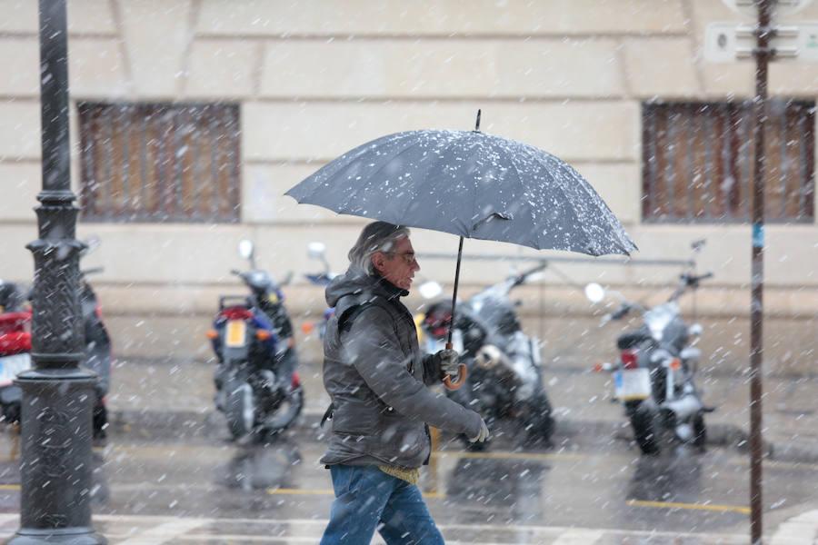 Las fotos de la nieve cayendo sobre Granada