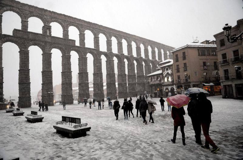 Las fotos de los monumentos más bonitos de España de blanco por la nieve
