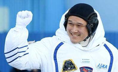 El imaginario estirón de un astronauta japonés en la estación espacial