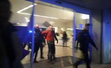 La Policía detiene a un hombre tras colarse en un gimnasio, desvestirse e insultar a los usuarios