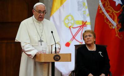 """El Papa pide perdón por los casos de abusos sexuales de la Iglesia: """"Siento dolor y vergüenza"""""""