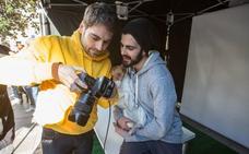 Un 'selfie' contra los excrementos en las calles de Granada