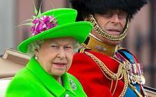 La desconocida mujer que está detrás de todos los looks de la Reina Isabel II