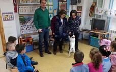 Un colegio de Fuerte del Rey trabaja con perros en un programa pionero