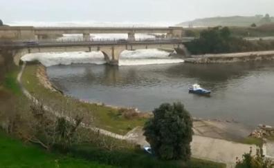 Un tsunami se cuela en un río español