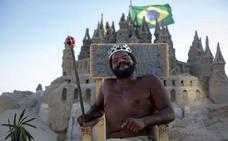 La increíble historia del hombre que lleva 22 años viviendo en un castillo de arena