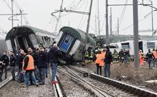 Tres muertos y decenas de heridos al descarrilar un tren en Milán
