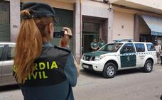 Detenidas en Écija dos personas por varios delitos relacionados con el robo de vehículos