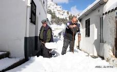 Sin incidencias pese a la nieve en la sierra y al viento en el valle