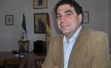 El alcalde de Santa Elena se queda en el Partido Popular