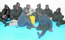 El Gobierno apuesta por el cuartel de Motril para las oleadas de inmigrantes