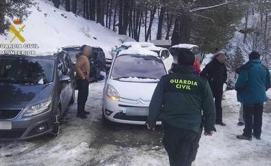 Auxilian a 37 personas atrapadas por la nieve en un refugio de Fiñana