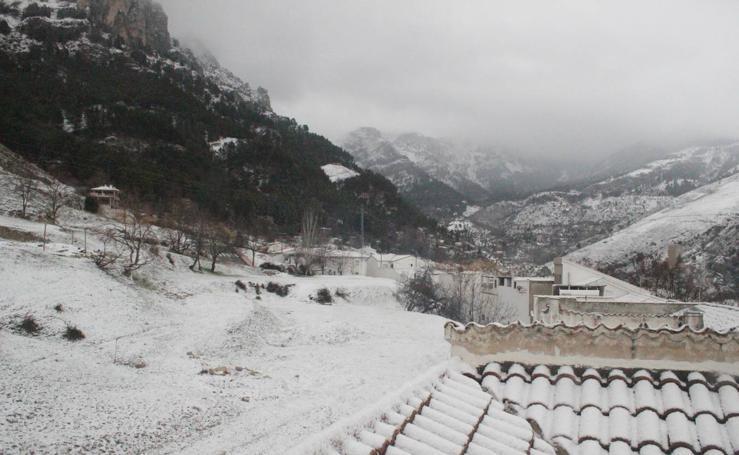 Jaén se tiñe de blanco