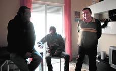 Tres compañeros de piso 'sintecho'
