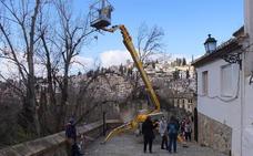 «¿Cómo podemos subir andando a la Alhambra?», se preguntan los turistas