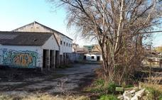 La Junta adjudica la demolición de las edificaciones de Los Mondragones en un solar donde se edificarán viviendas
