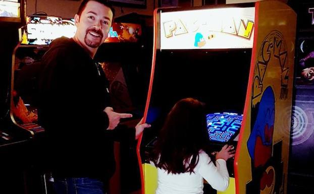 El Espanol Que Ha Restaurado 80 Maquinas De Juegos Arcade Y Abre Su
