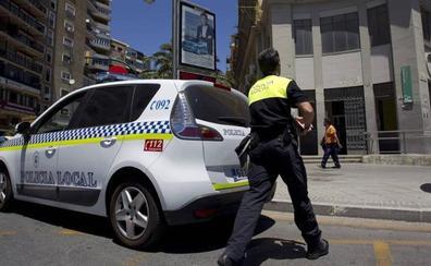 Un hombre toca 'Las Tres Caídas' con el alcoholímetro de la Policía y acaba detenido