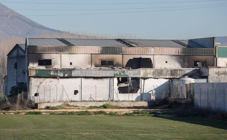Así han quedado las naves de bolsas de Santa Fe tras el devastador incendio