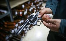 El TSJA revoca la decisión de retirarle la licencia de armas a un hombre con antecedentes penales