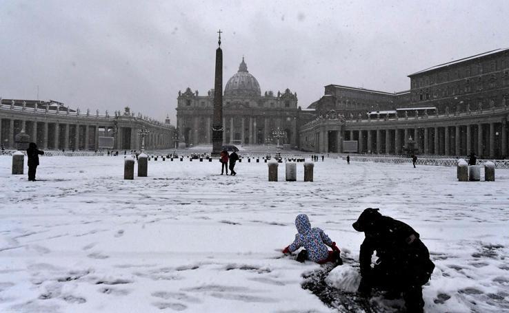 La nieve tiñe de blanco Roma