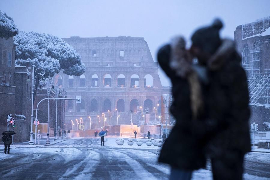 Las bellas imágenes de la nieve en Roma tras 6 años