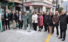Órgiva celebra el Día de Andalucía dedicando dos esculturas en bronce a García Lorca y Manuel de Falla
