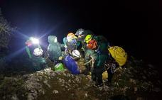 Rescatan a un montañero que quedó herido en mitad de un barranco en Granada
