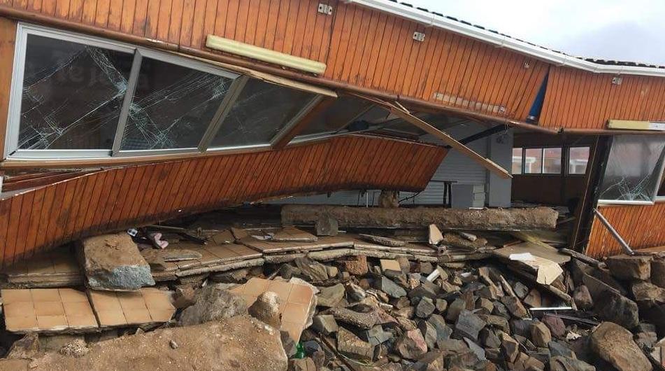 Las brutales imágenes de uno de los chiringuitos más famosos de Andalucía: destrozado por el temporal