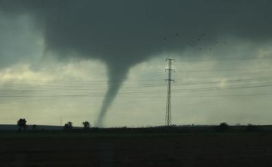 Dos tornados consecutivos en Andalucía: graves destrozos en la costa oeste