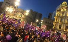 Miles de mujeres de Almería en la manifestación feminista