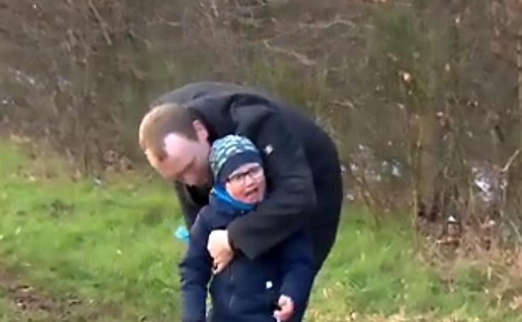 Andreas, el hombre que pudo cuidar de su hijo enfermo gracias a sus compañeros