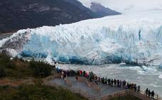 Las imponentes imágenes del glaciar de Argentina rompiéndose