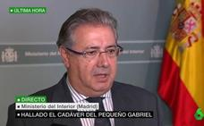 """Zoido habla con la madre de Gabriel: """"Le he trasladado el profundo dolor del Gobierno y de todos los españoles"""""""
