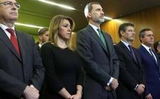 Felipe VI se suma a un minuto de silencio por la muerte de Gabriel al inicio de la Andalucía Digital Week