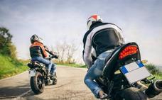 Denuncian a seis motoristas que circulaban por zonas prohibidas en Viator y Sierra de Gádor