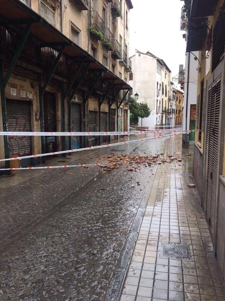 Peligro de derrumbe de un edificio en la calle Elvira