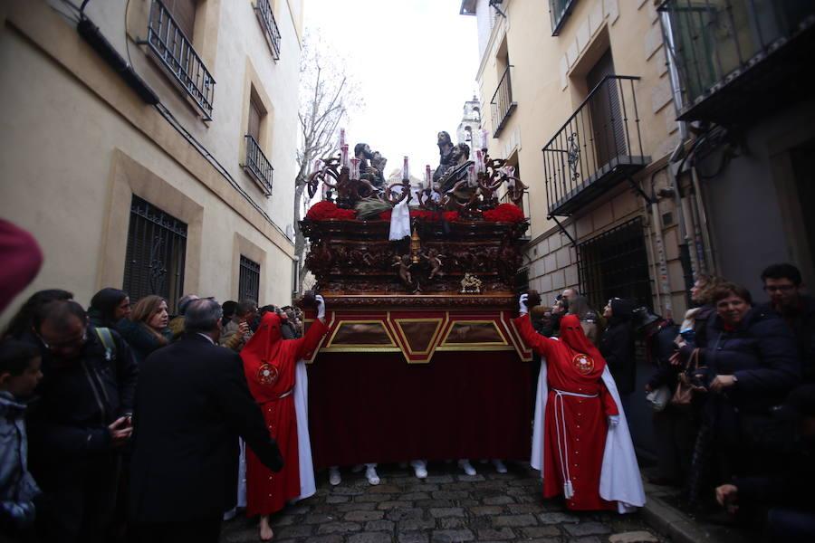 La Santa Cena procesiona por la calles de Granada