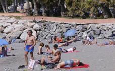 El primer desfile en bañador de la temporada en las playas de la Costa Tropical