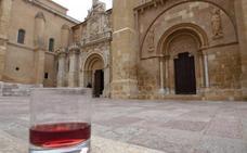 El vino más antiguo se atesora en una iglesia que sólo se abre en Jueves Santo