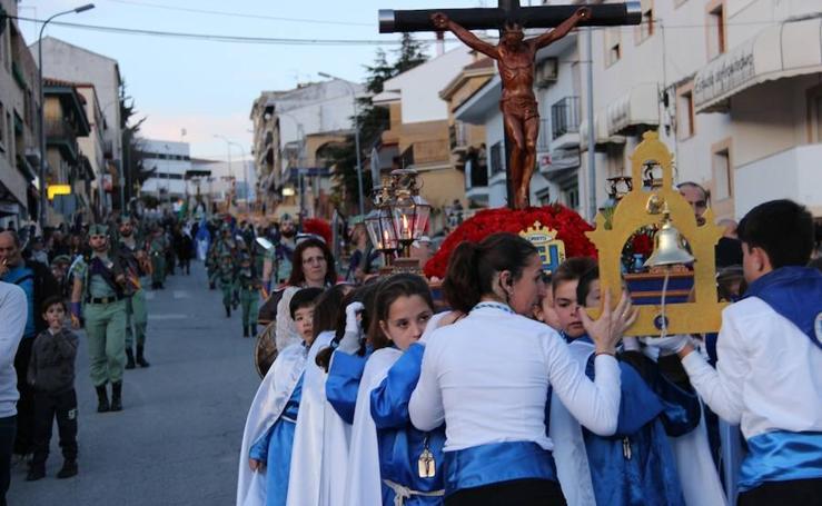 Los niños de Íllora rezan al Cristo de la Juventud