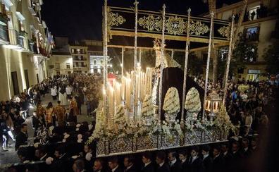 El Sepulcro procesiona por Motril