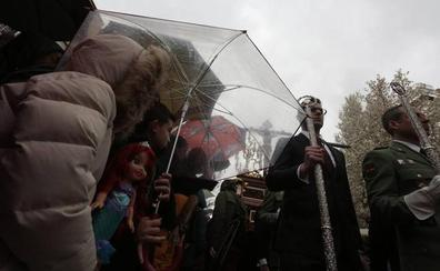El mal tiempo crucifica al Viernes Santo