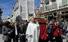 Sonido de campanillas durante la procesión del Domingo de Resurrección en Lanjarón